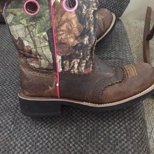 Ariat Shoes - Camo and pink boots
